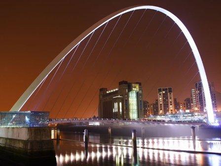Мост Gateshead Millennium второе его название Мост Тысячелетия
