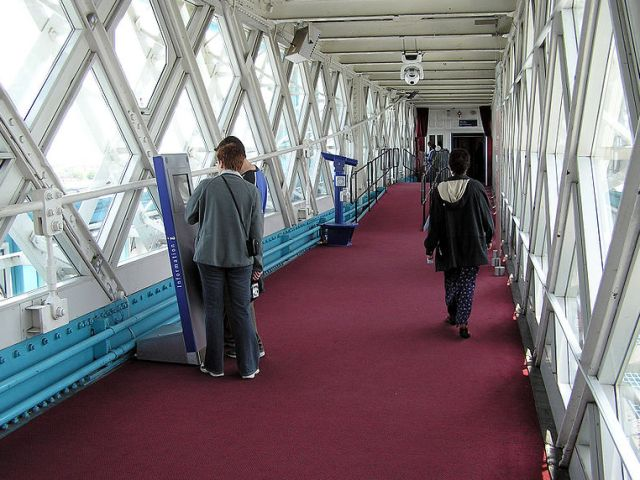 Интерьер пешеходных галерей Тауэрского моста