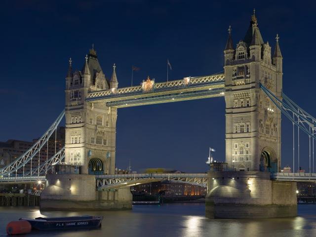 Тауэрский мост (Tower Bridge), ночной вид.