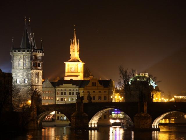 Карлов мост в Праге (Чехия), ночной вид