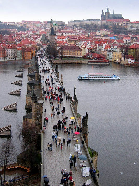 Карлов мост в Праге (Чехия), вид сверху