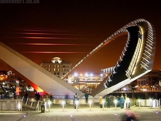 Мост Gateshead Millennium или Мост Тысячелетия