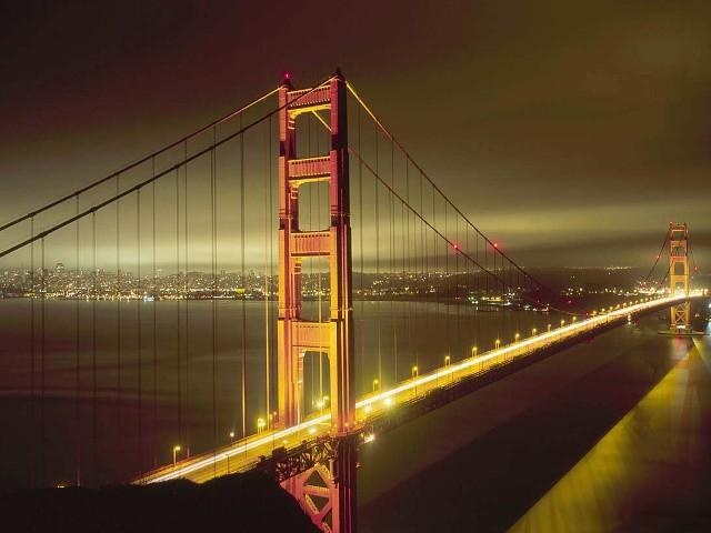 Мост Золотые Ворота в ночное время.