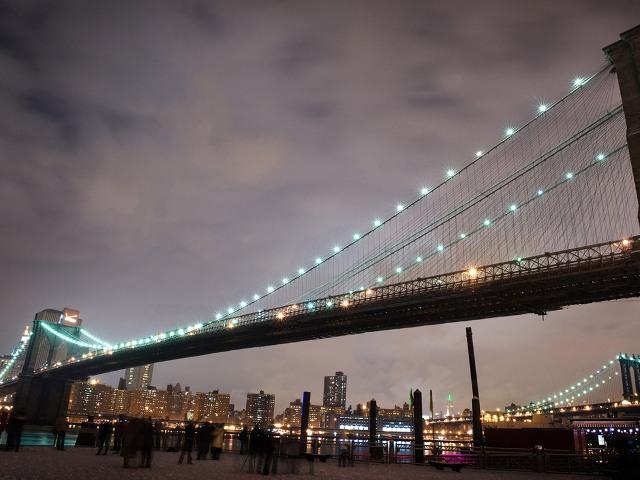 Бруклинский мост (Brooklyn Bridge). Ночная иллюминация.