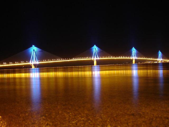 Ночное освещение самого длинного моста в мире