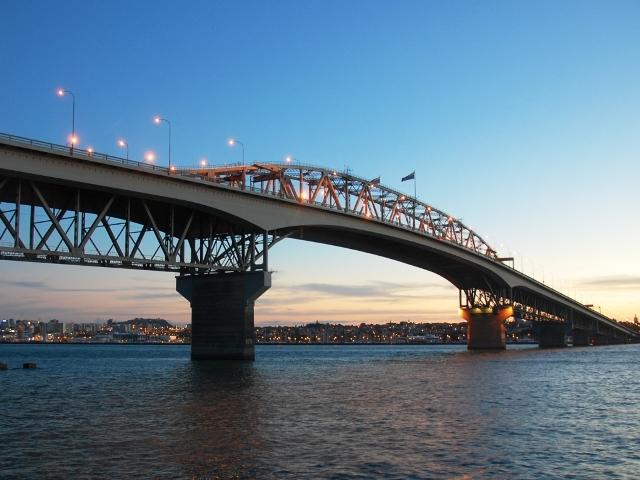 Мост Харбор Бридж в Окленде, Новая Зеландия