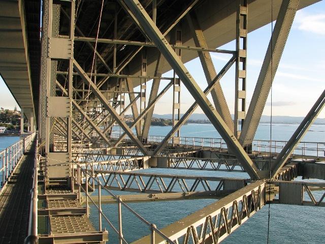 Стальные конструкции моста Харбор Бридж в Окленде, Новая Зеландия