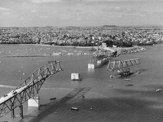 Строительство моста Харбор Бридж в Окленде, Новая Зеландия