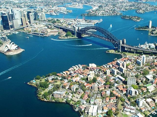 Вид на мост Харбор Бридж в Сиднее с высоты