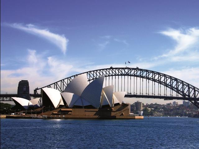 Вид на мост Харбор Бридж и на Сиднейскую оперу