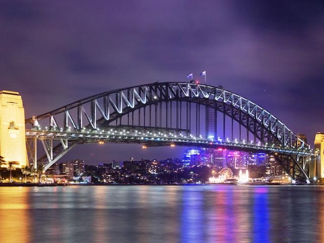 Ночной вид на мост Харбор Бридж в Сиднее